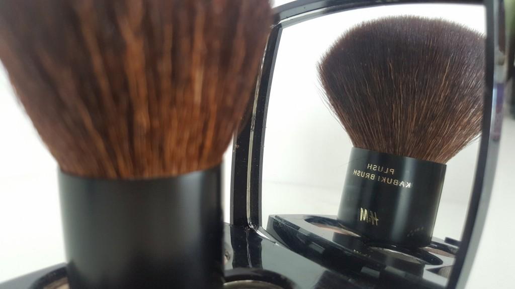 HM kabuki brush