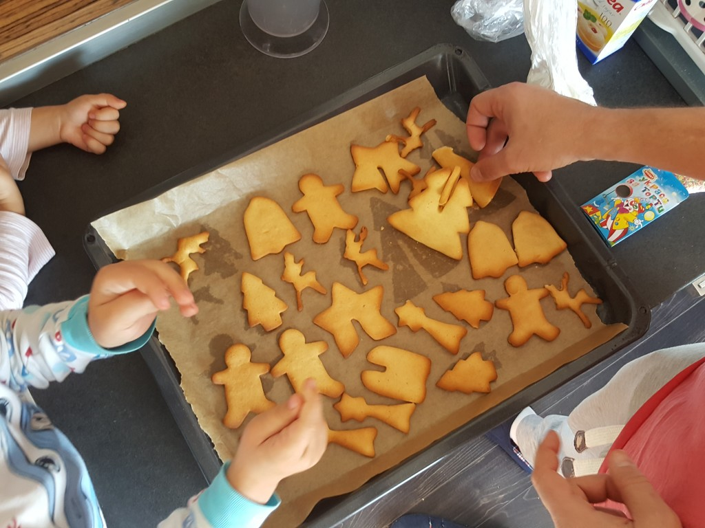 homemade-cookies-family